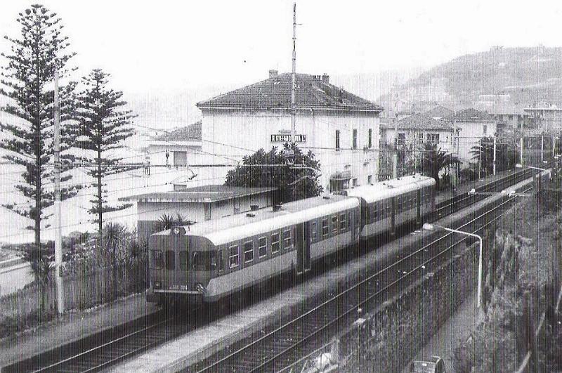 Stazione Santo Stefano con littorina vecchia ferrovia san lorenzo ospedaletti pista ciclabile