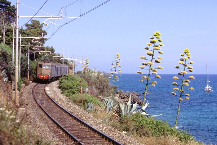 Ferrovia San Lorenzo Ospedaletti prima della pista ciclabile ad Aregai